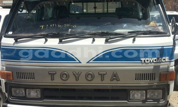 Buy Toyota 4Runner White Car in Mogadishu in Somalia