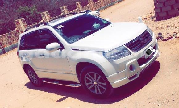 Buy Suzuki Grand Vitara White Car in Mogadishu in Somalia