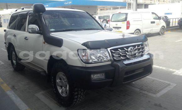 Buy Toyota Land Cruiser Black Car in Mogadishu in Somalia